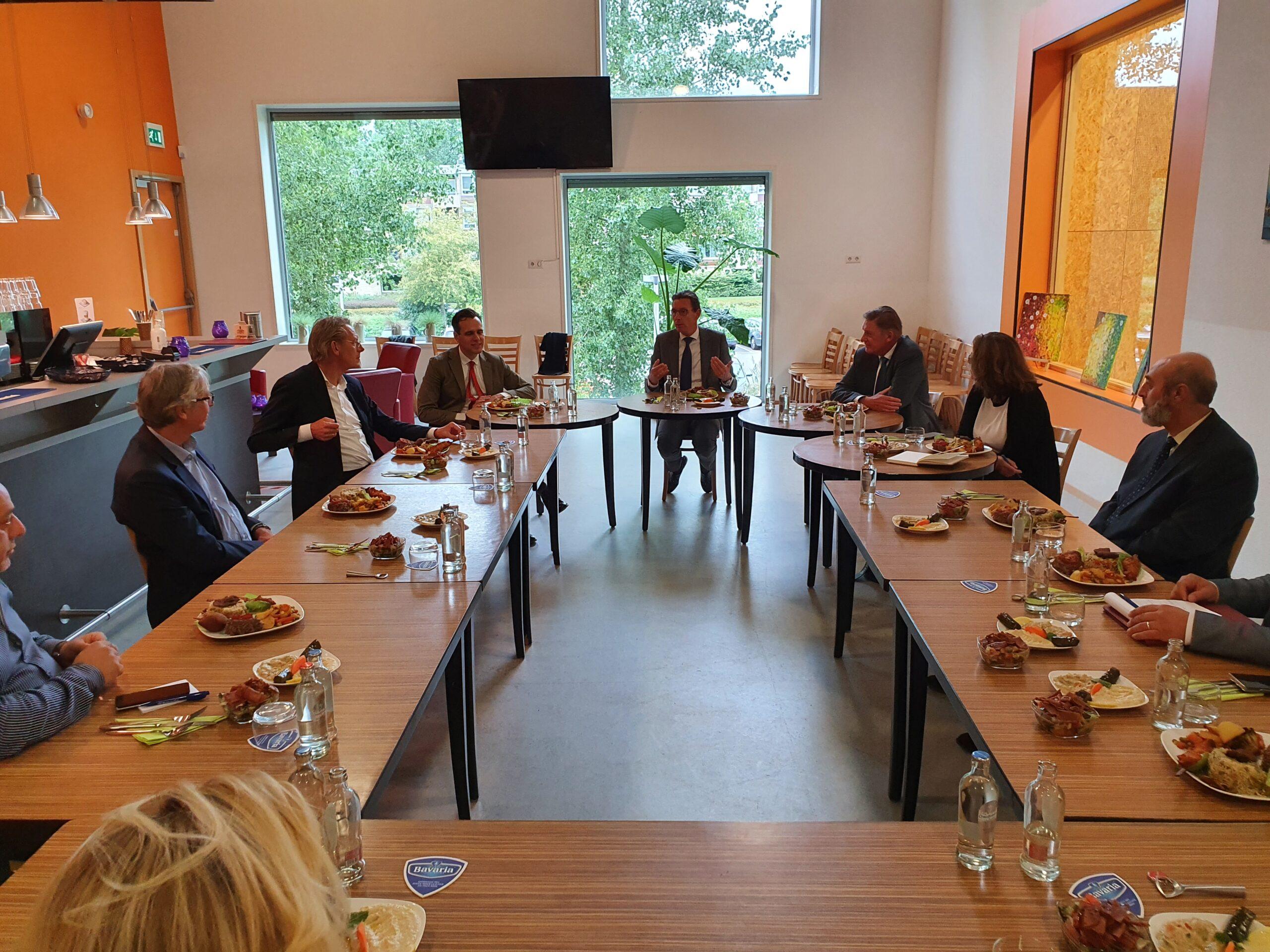 College van B&W van de gemeente Amstelveen in zake inburgering
